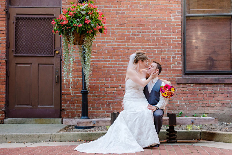 JandDstudio-wedding-photogrphy-york-pa-outdoor-brideandgroom-sitting-bench