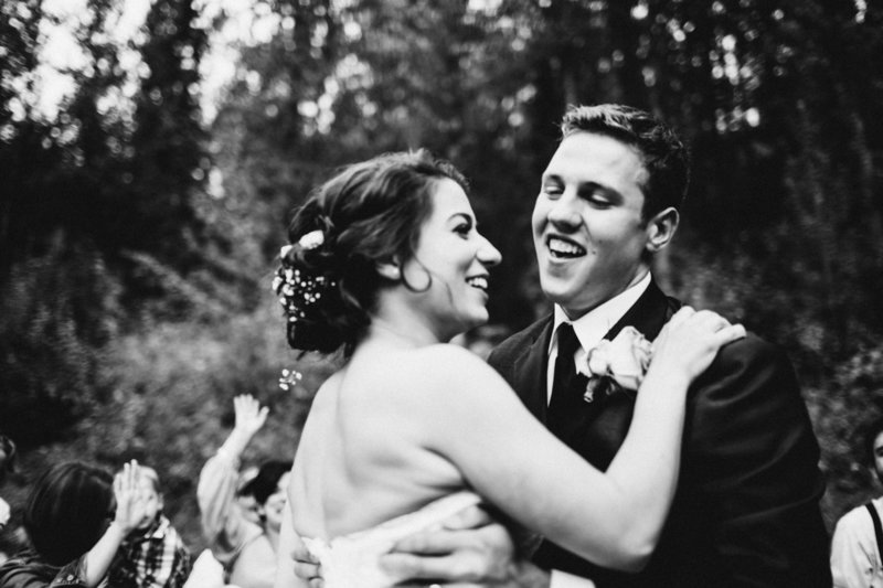 TheHousers-EagleRiver-BackyardWedding-©LaurenRoberts2016-25l