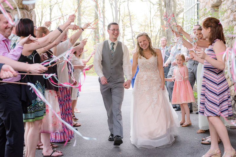 JandDstudio-kings-gap-carlisle-spring-wedding-photography-vintage-brideandgroom-leaving-sendoff