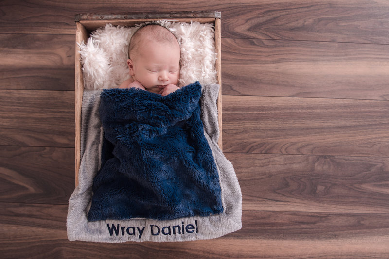 JandDstudio-baby-newborn-infant-studio-blanket-rustic-crate