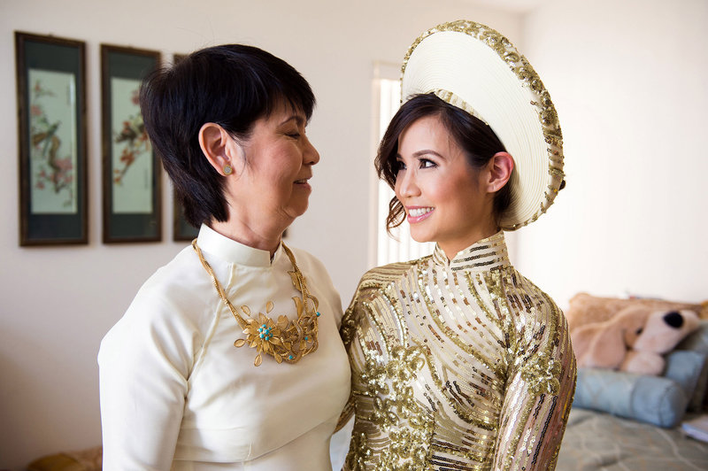 Vietnamese-bride-wearing-traditional-dress