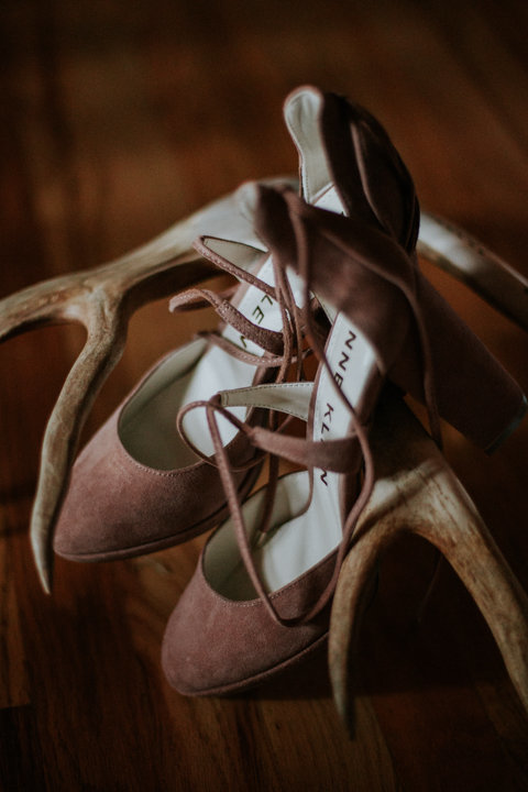 durango colorado elopement photographers, colorado wedding photographers, durango elopement photography, wedding detail shot of shoes, colorado wedding photographers, wedding day detail shots, heirlooms durango, basecamp visual video, fall wedding photographer