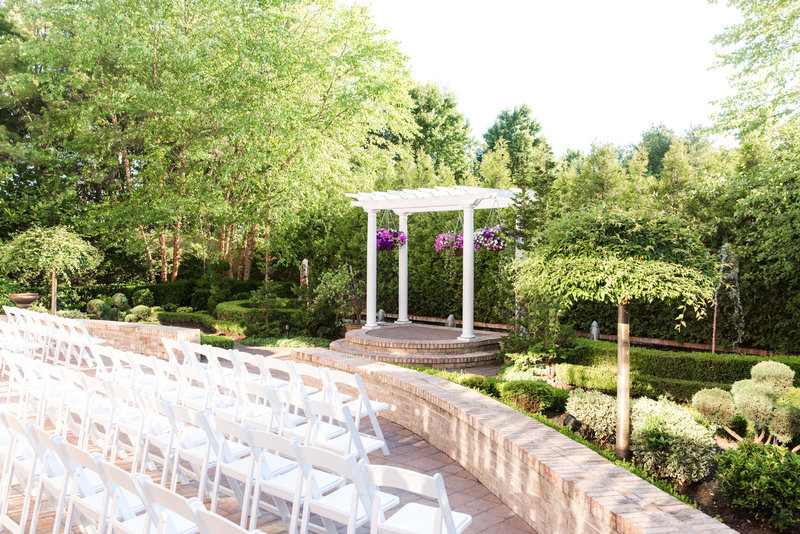 South Gate Manor outdoor ceremony