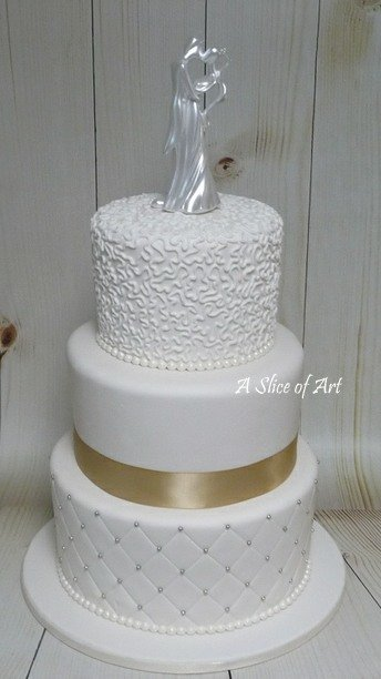 quilted cornelli lace wedding cake