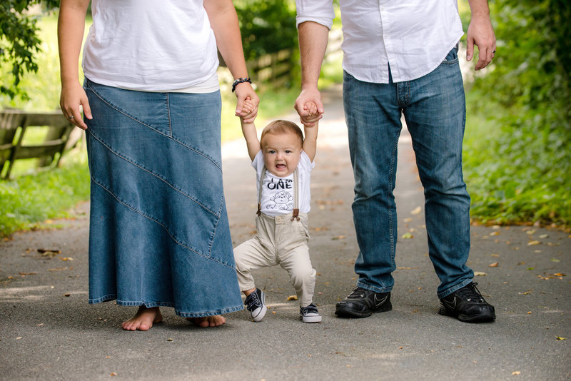 JandDstudio-outdoor-harrisburg-rustic-oneyearold-boy-parents