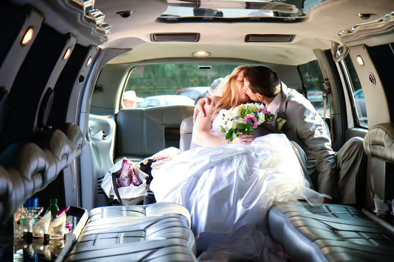 39 wedding photography bride and groom limo