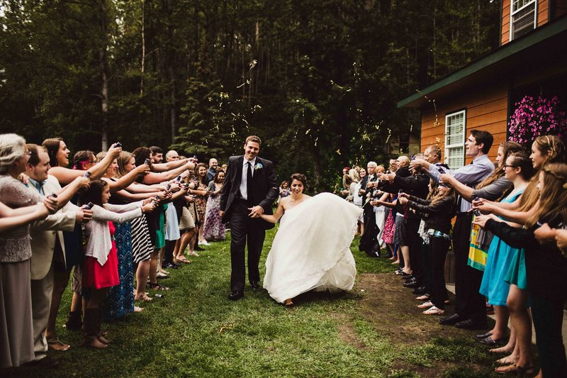 TheHousers-EagleRiver-BackyardWedding-©LaurenRoberts2016-34b