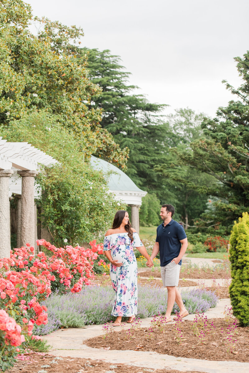 Richmond Maymont park spring rose garden maternity photography -10