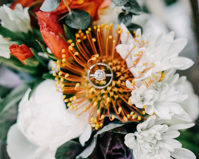 round diamond wedding ring bouquet  detail