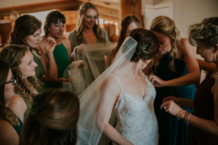 breckenridge colorado elopement photographers, bridesmaids in green, bride in the middle of bridesmaids, documentary wedding photographer, breckenridge colorado elopement photographers, breckenridge wedding photographers, bride tribe