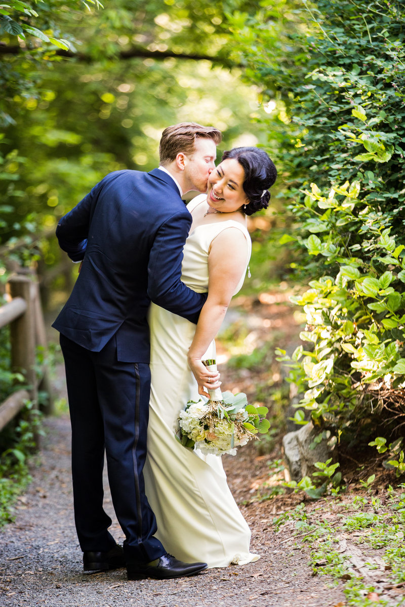 bride and groom green wedding venue seattle wedding photographer emma lee photography