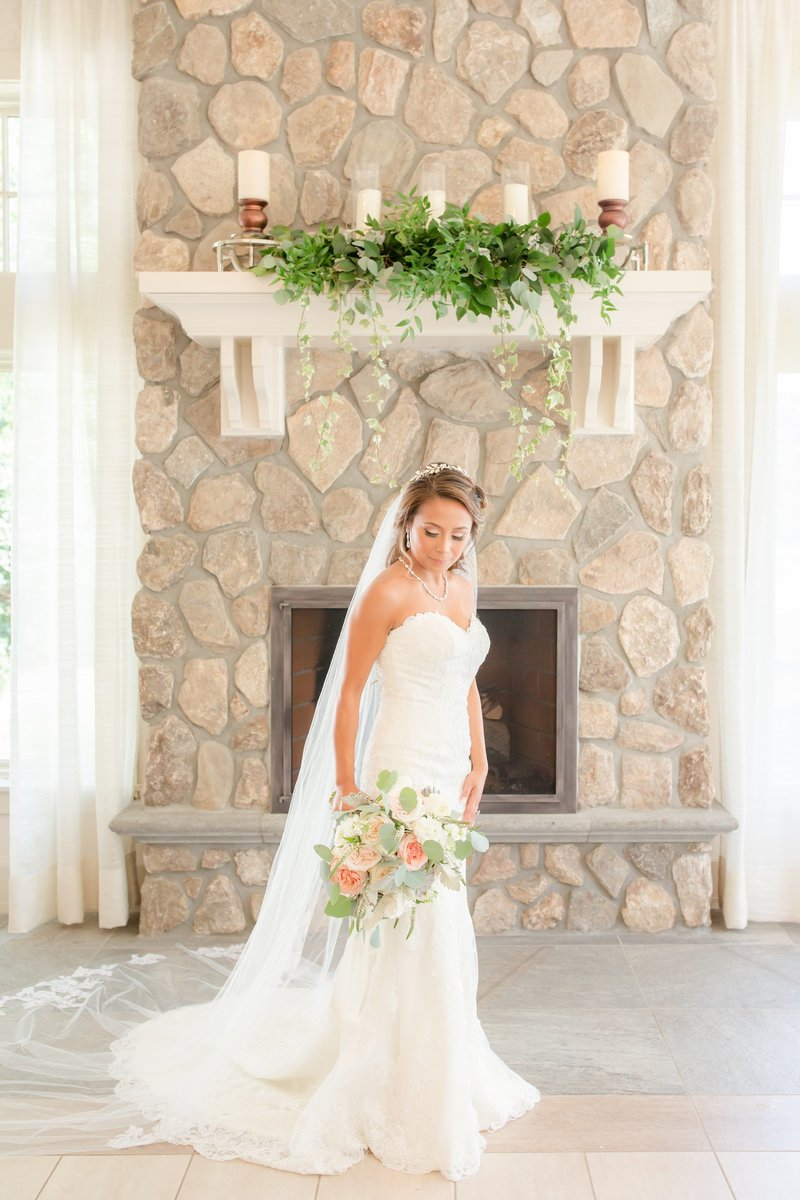 Bridal portrait at Indian Trail Club
