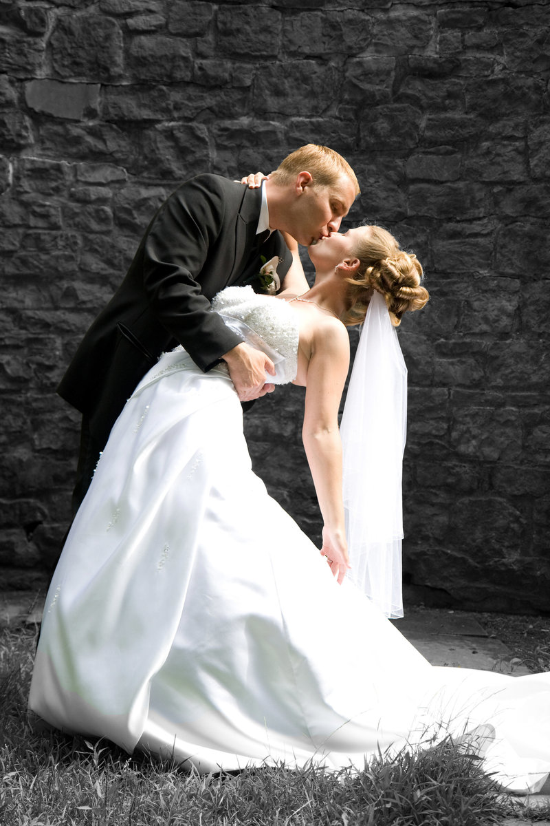wedding photography bride and groom kiss-2