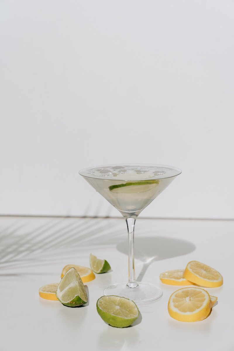 photo-of-cocktail-glass-with-sliced-lime-4051394