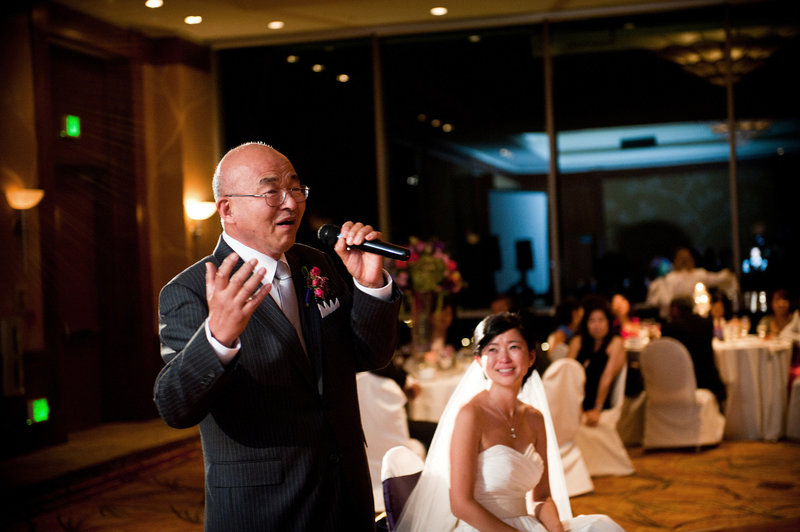 Father-of-the-Bride-sings-for-toast-at-Hilton-Torrey-Pines