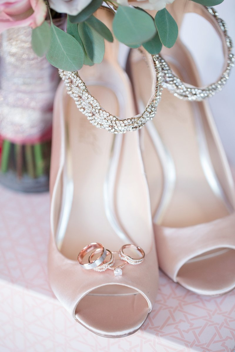Bagdley Mischka Bridal Shoes Toledo and Detroit Based Wedding Photographers Kent & Stephanie Photography_0655