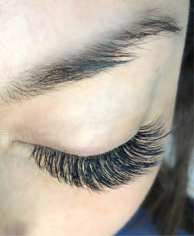 Charleston Salon - lashes