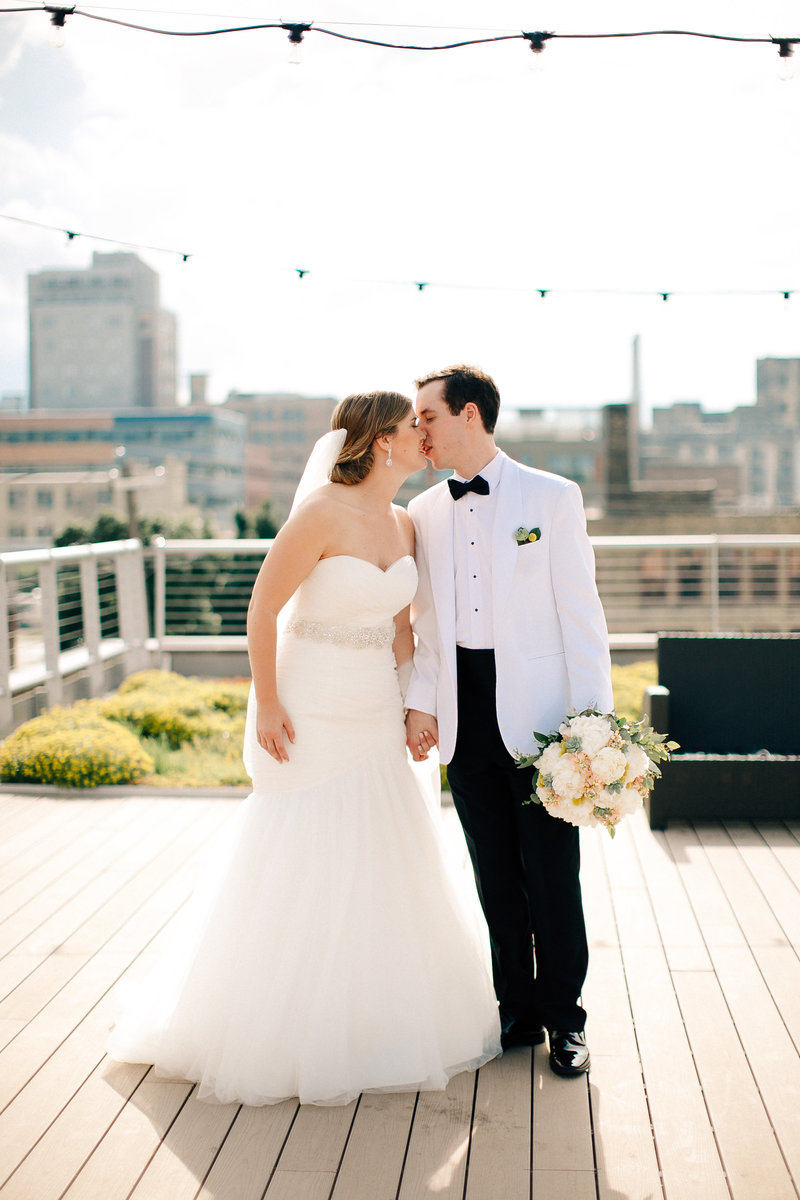 discovery-world-wedding-milwaukee-wedding-photographer-mackenzie-orth-photography-11