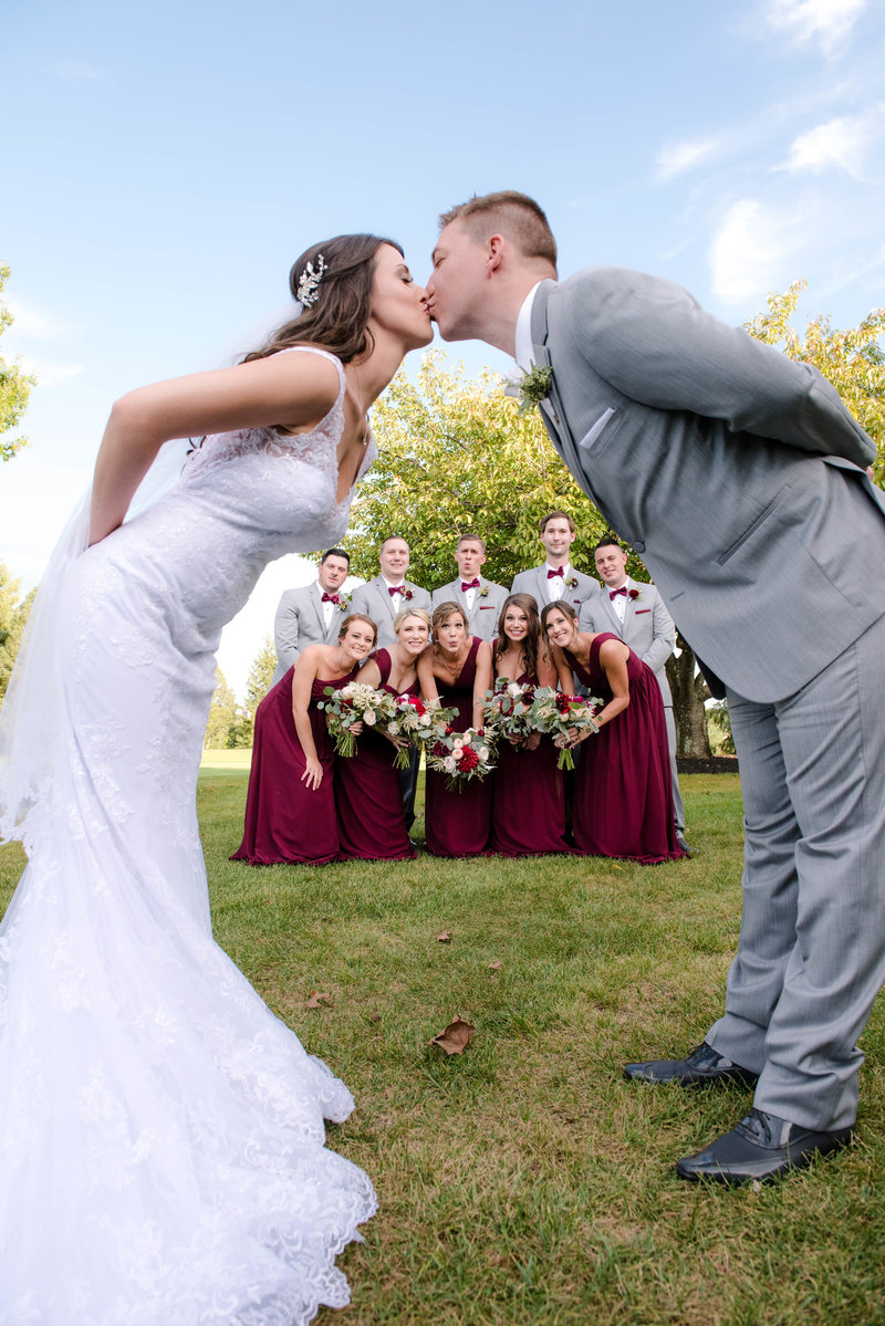 JandDstudio-colonial-golf-and-tennis-club-harrisburg-wedding-photography-outdoor-brideandgroom-weddingparty-kissing (2)