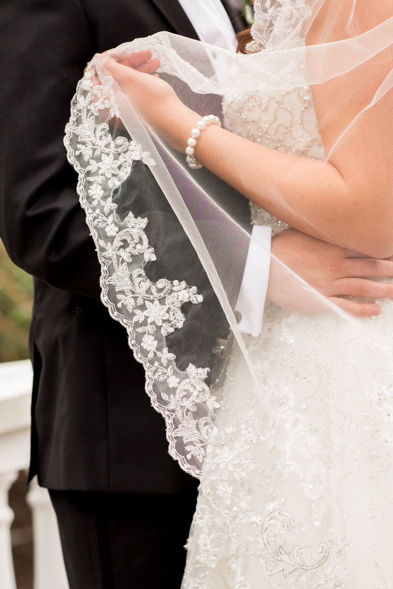 Embroidered veil photo