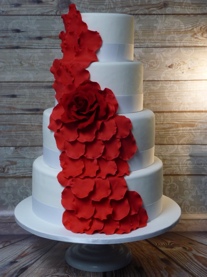 red rosepetal wedding cake