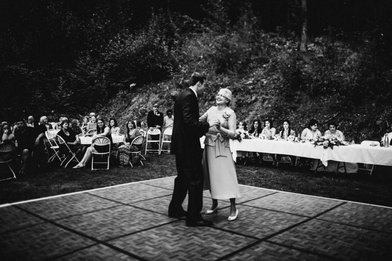 TheHousers-EagleRiver-BackyardWedding-©LaurenRoberts2016-28b