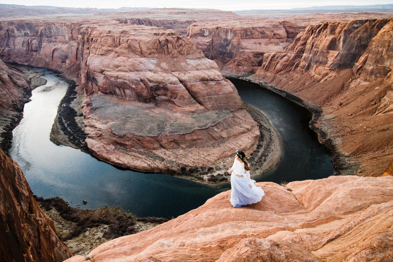 Elopement wedding at horseshoe bend in page arizona