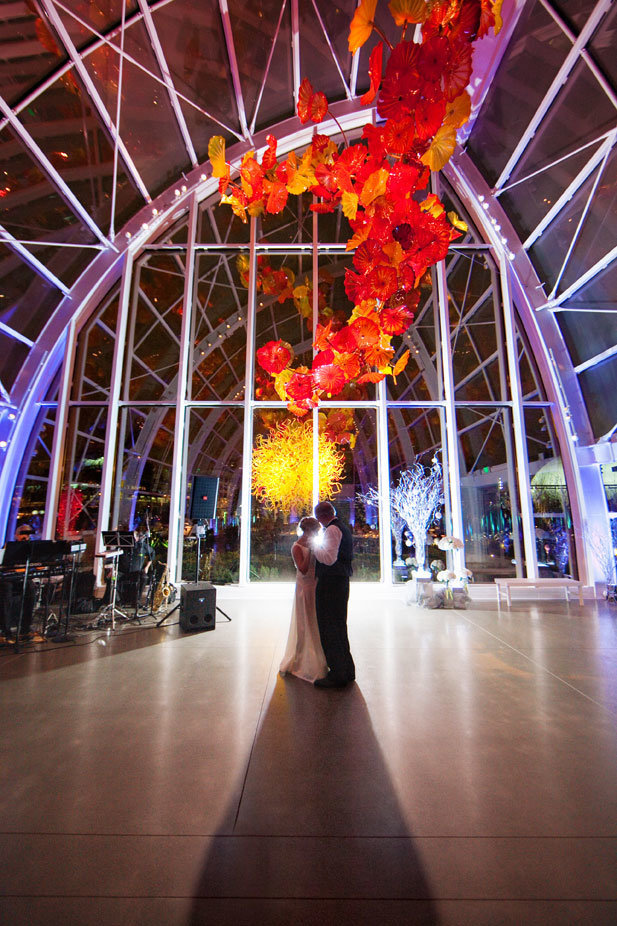 chihuly-garden-and-glass-house-wedding-photography
