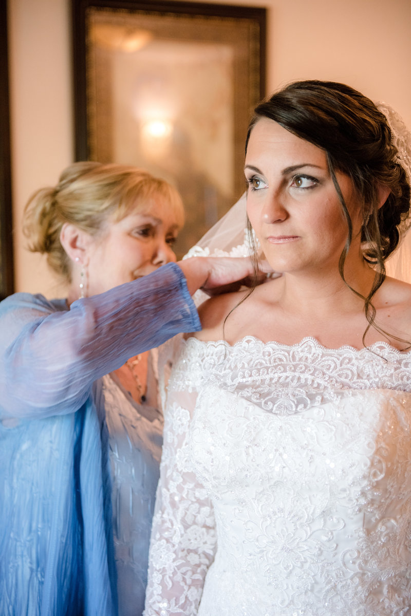 JandDstudio-wedding-gettysburg-bride-gettingready (2)