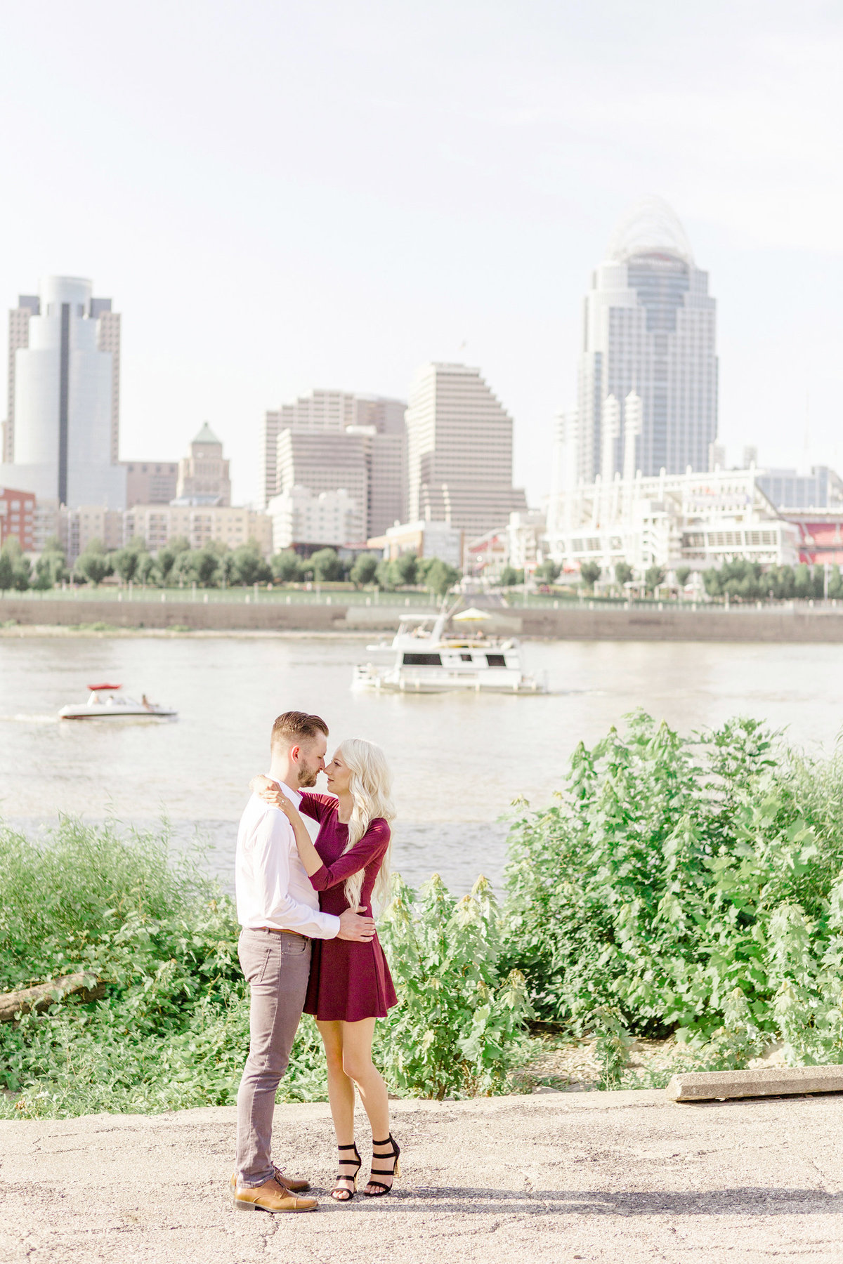 Smale-Riverfront-Cincinnati-Engagement-Photographer-2