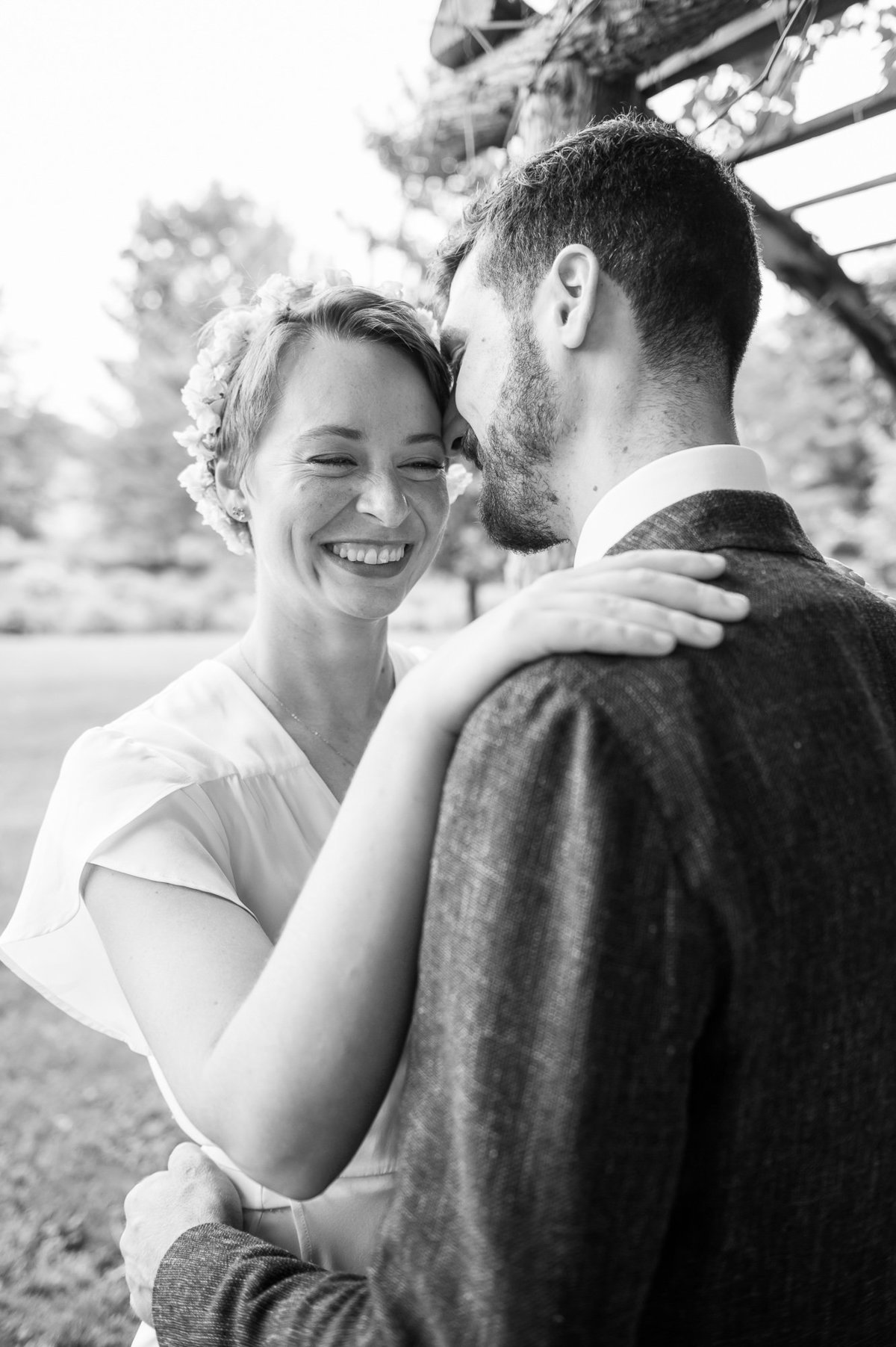 unposed Vermont wedding photos for camera shy couples2