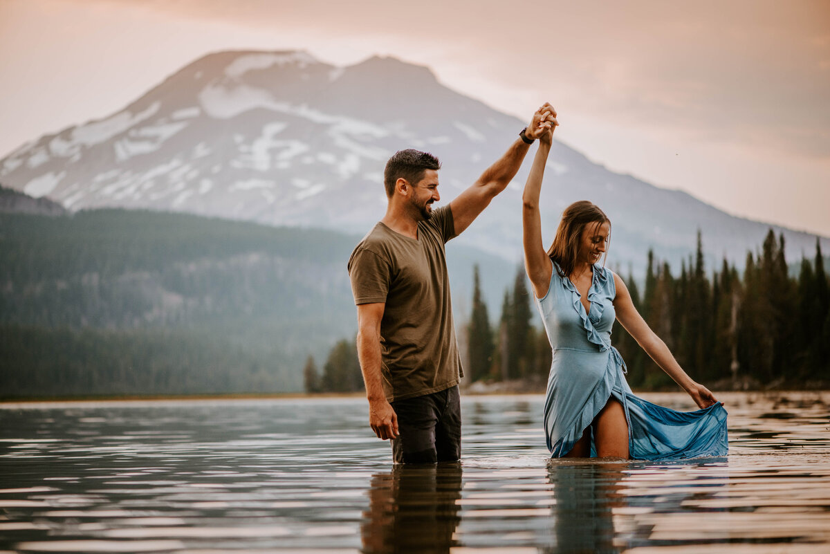 sparks-lake-oregon-couple-photographer-elopement-bend-lakes-bachelor-sisters-sunset-6507
