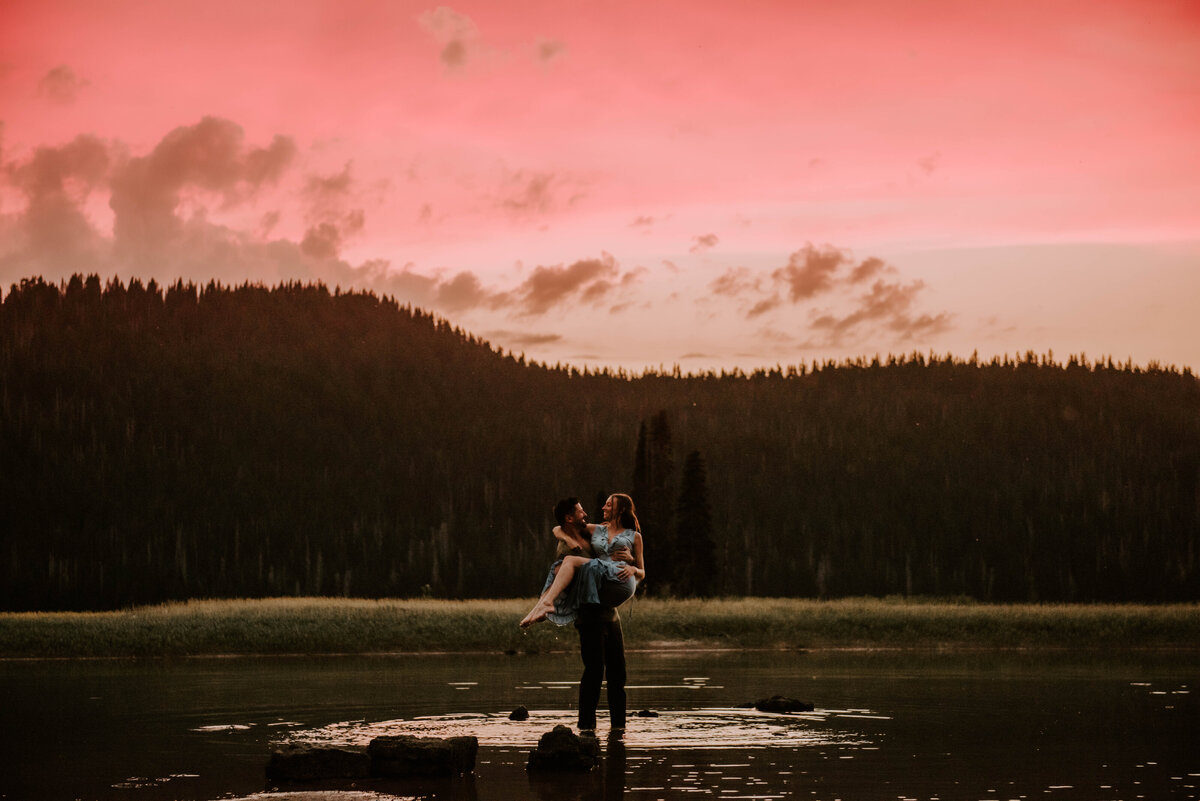 sparks-lake-oregon-couple-photographer-elopement-bend-lakes-bachelor-sisters-sunset-6620