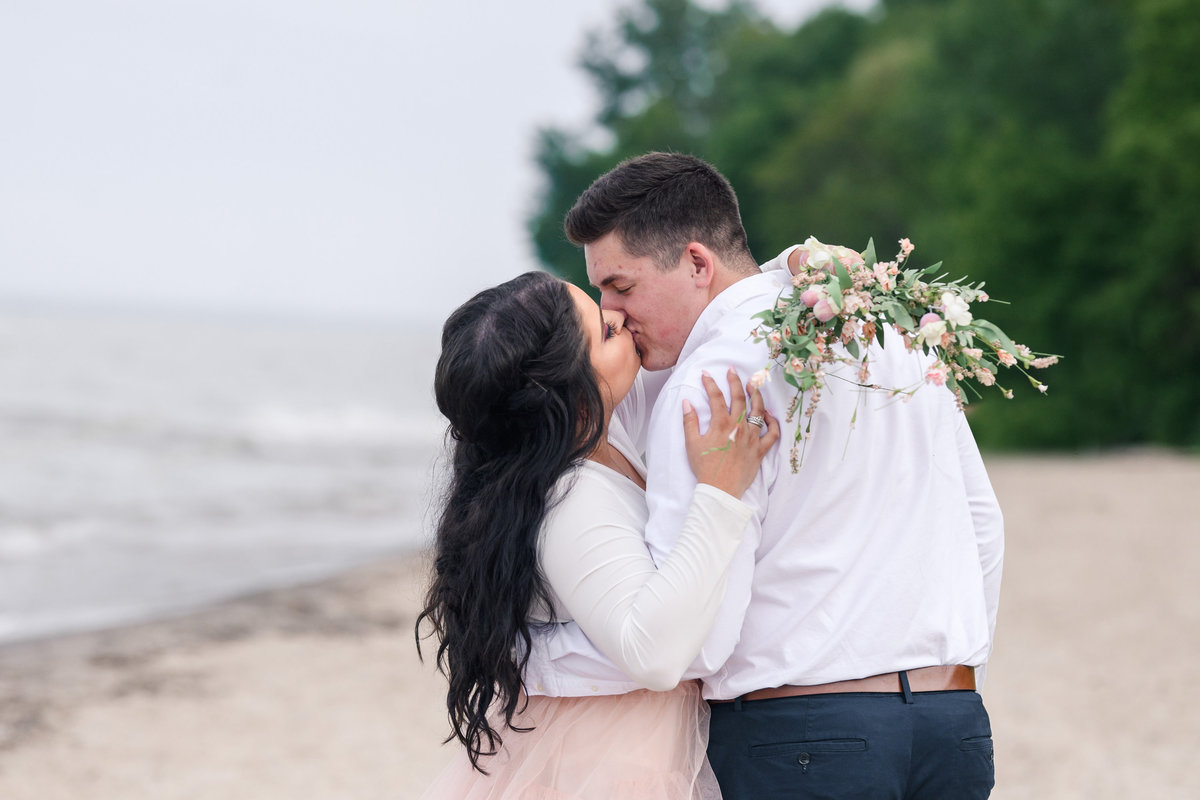 atwater-beach-engagement-milwaukee-the-paper-elephant-034