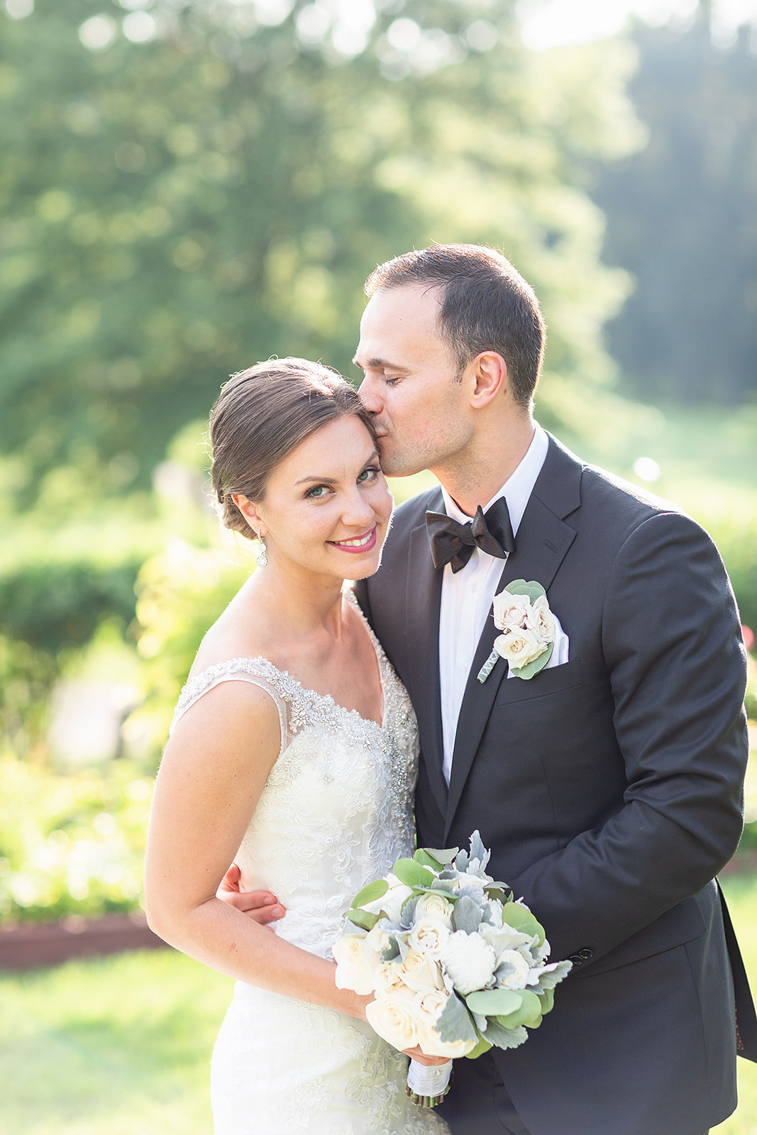 Knoll Country Club wedding bride and groom outdoor photo ideas