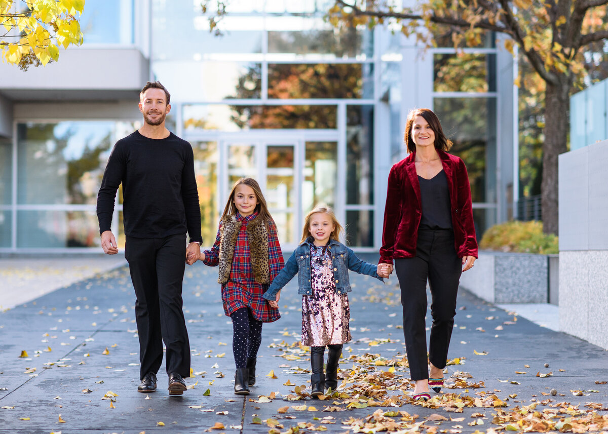 Des-Moines-Iowa-Family-Photographer-Theresa-Schumacher-Photography-Fall-Session-Walking