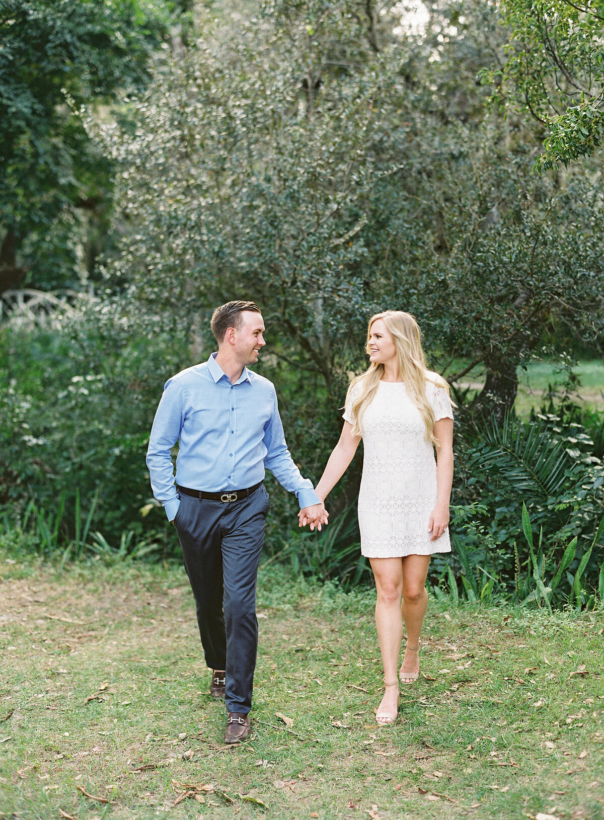 Napl-Florida-Engagement-film-photogrpaher-koreshan-state-park-22