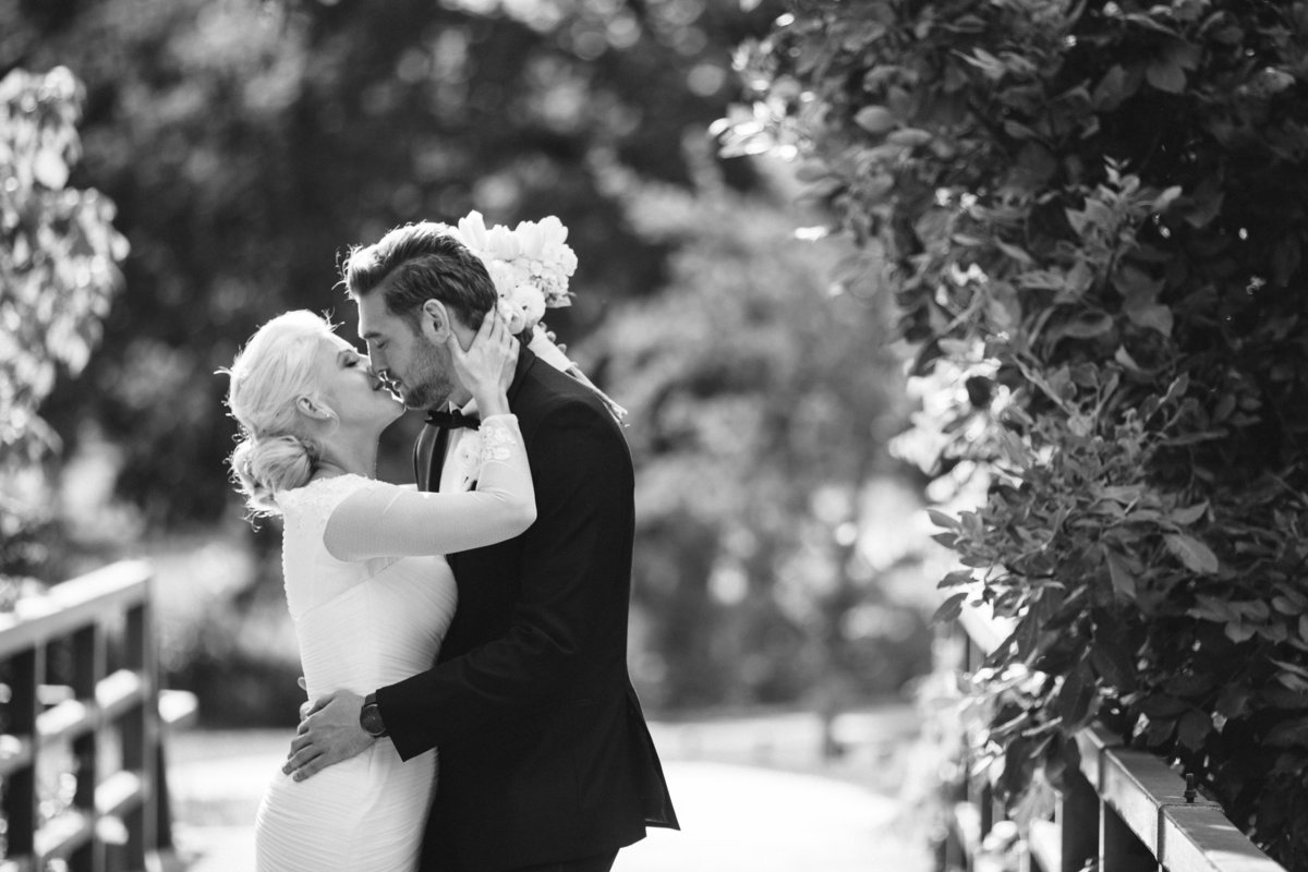 Sacramento bride and groom photo in black and white