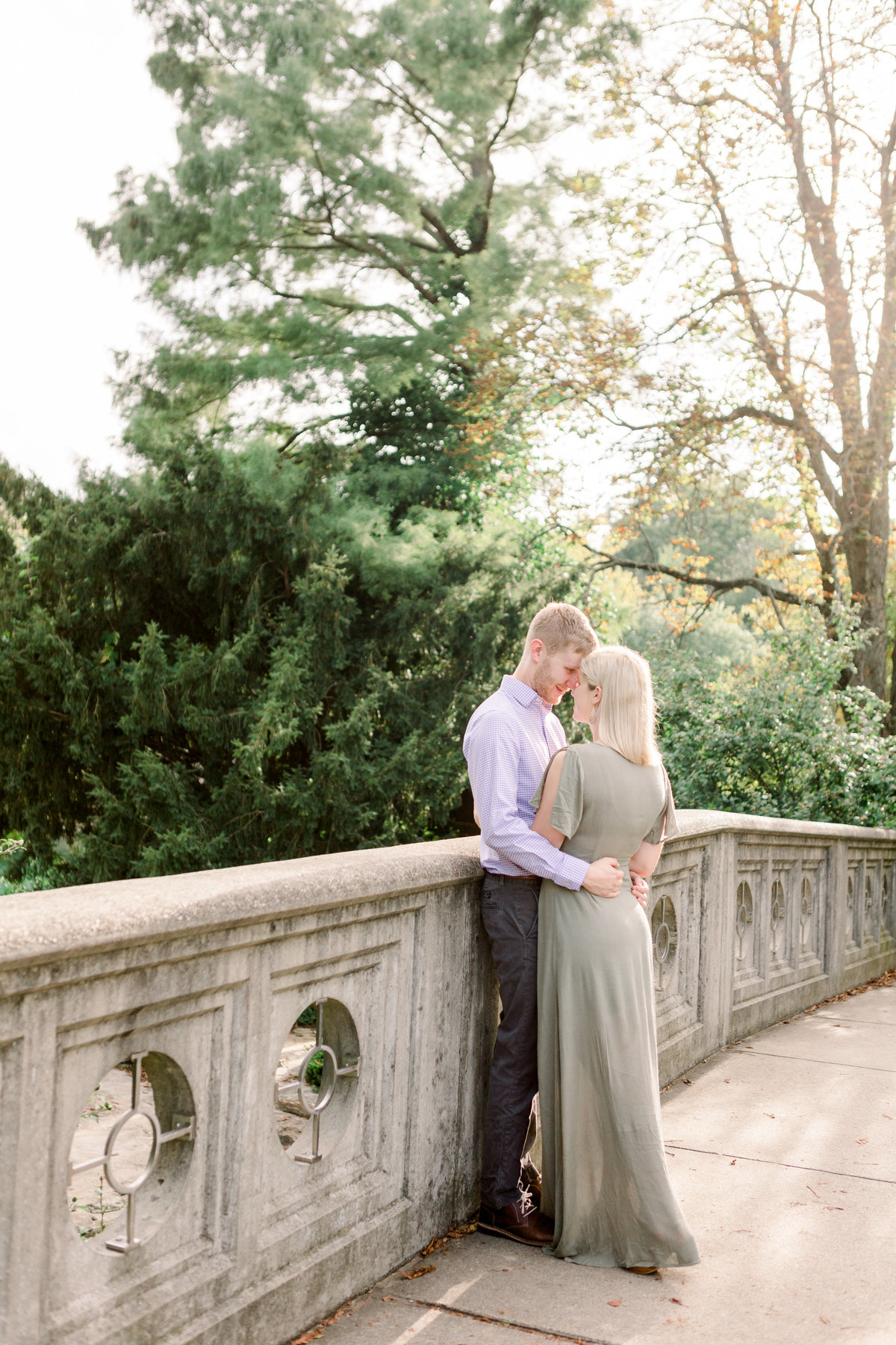 Cincinnati-engagement-wedding-photographer-eden-park-art-museum-smale-riverfront025