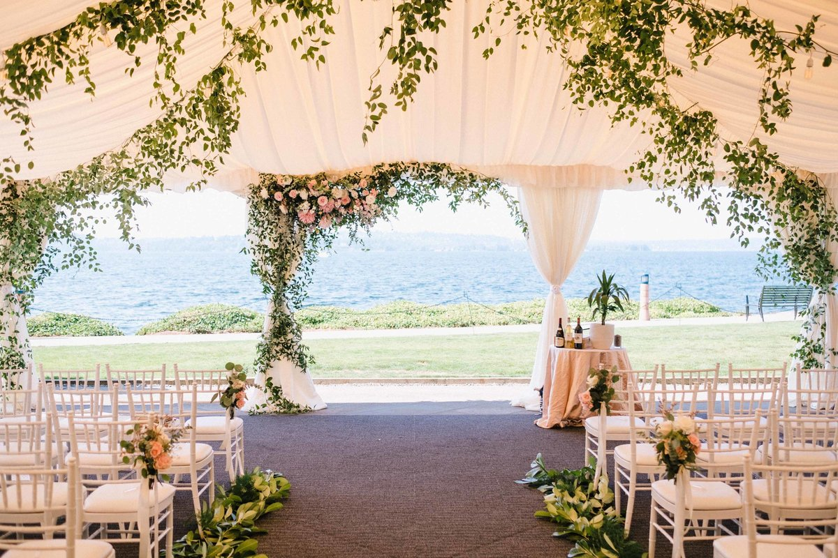 21greenery-summer-tent-wedding-flora-nova-design