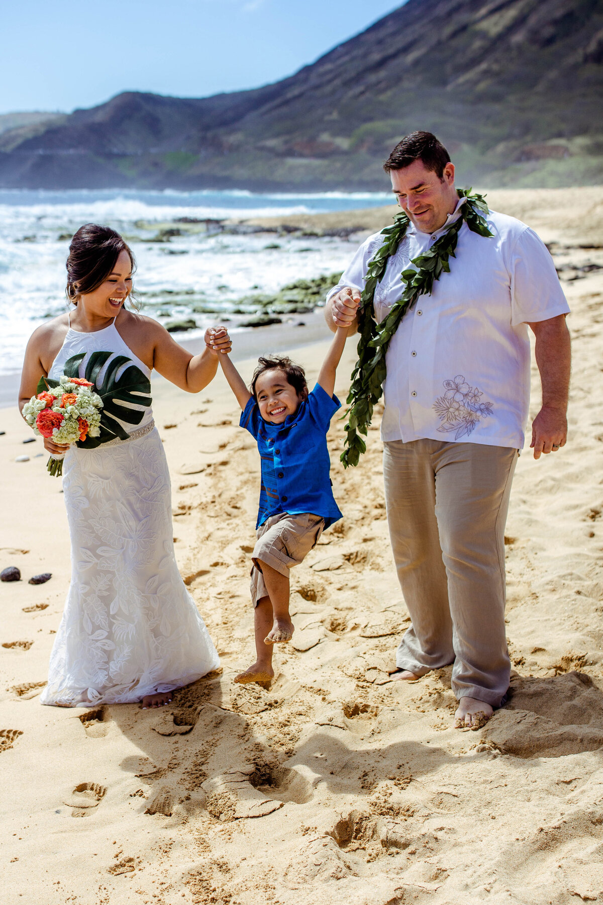 Oahu Elopement | Iwalani Photography | Sandy Beach