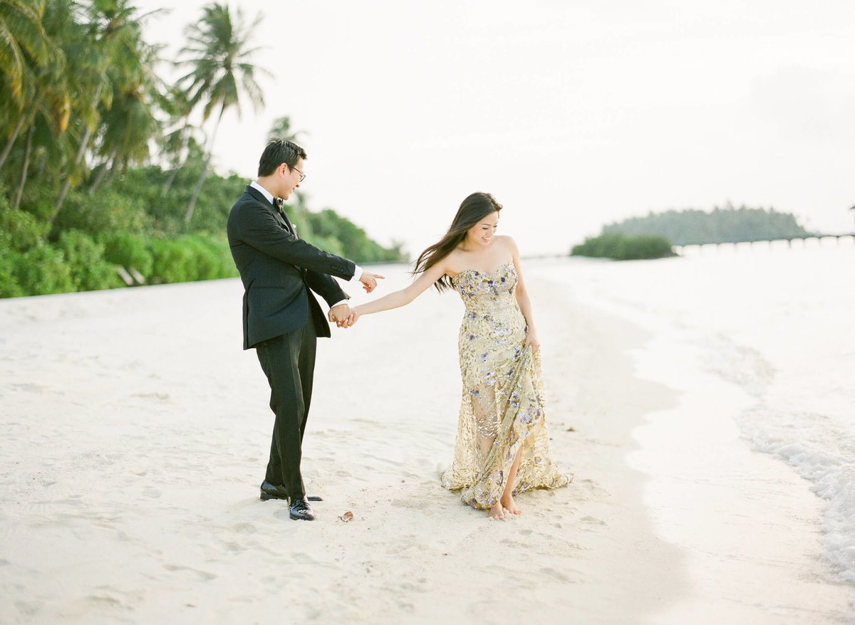11-KTMerry-destinationwedding-Maldives-beach