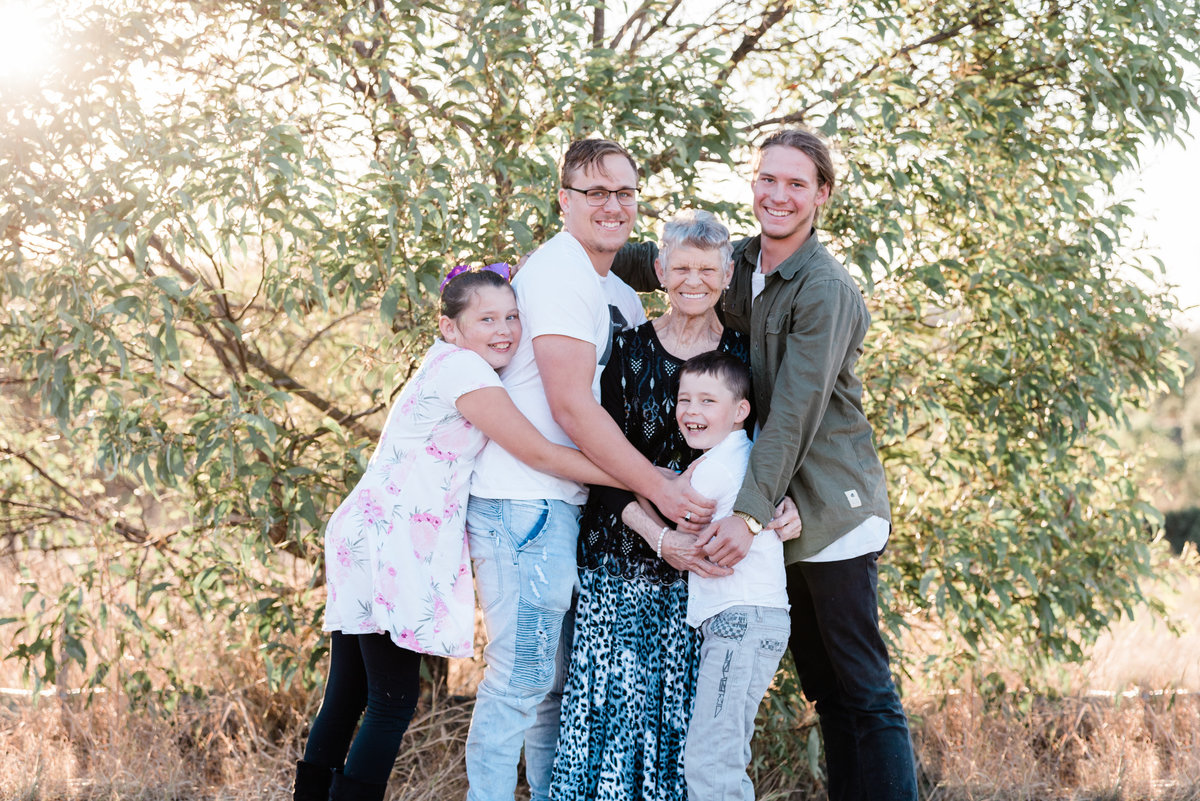 relaxed-family-portraits-sunset-grassy-field-sprinfield-brisbane-lead-images (3 of 12)
