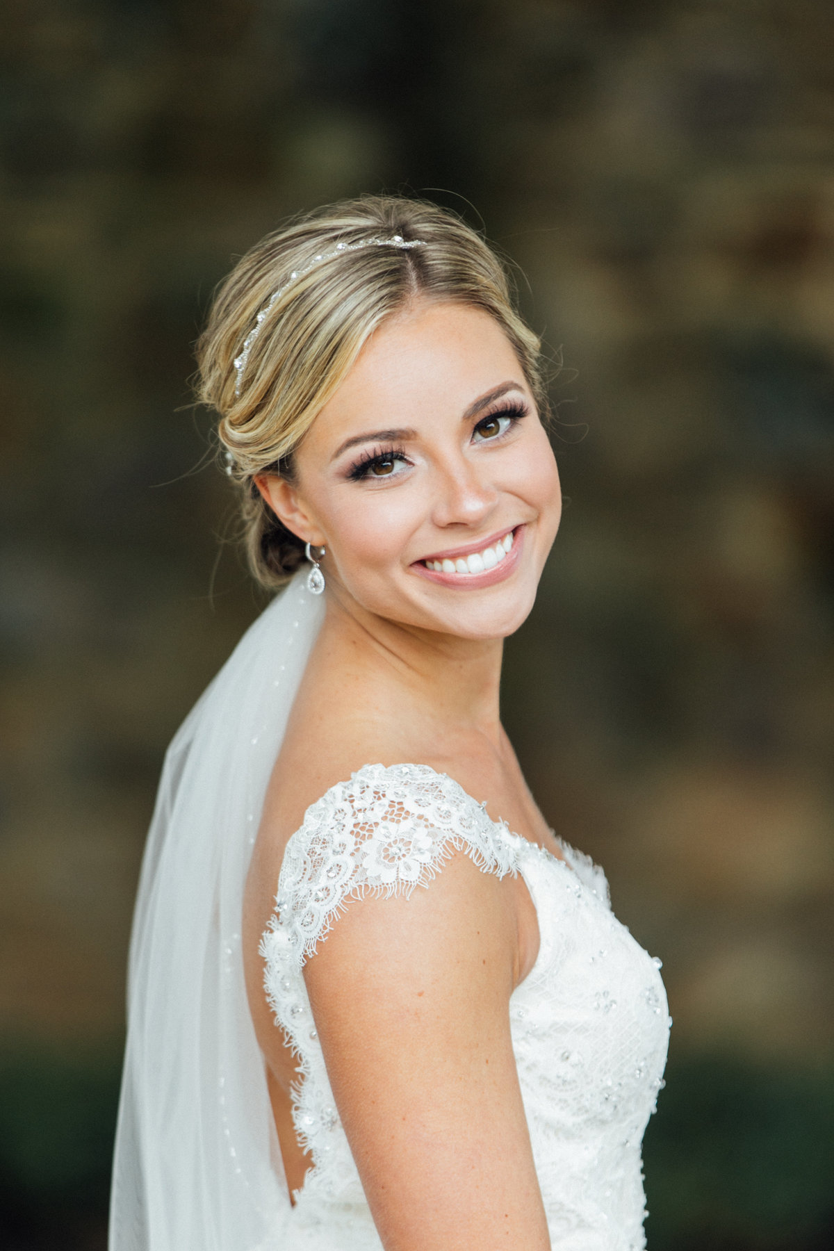 Beautiful Bride at Hillendale Country Club wedding