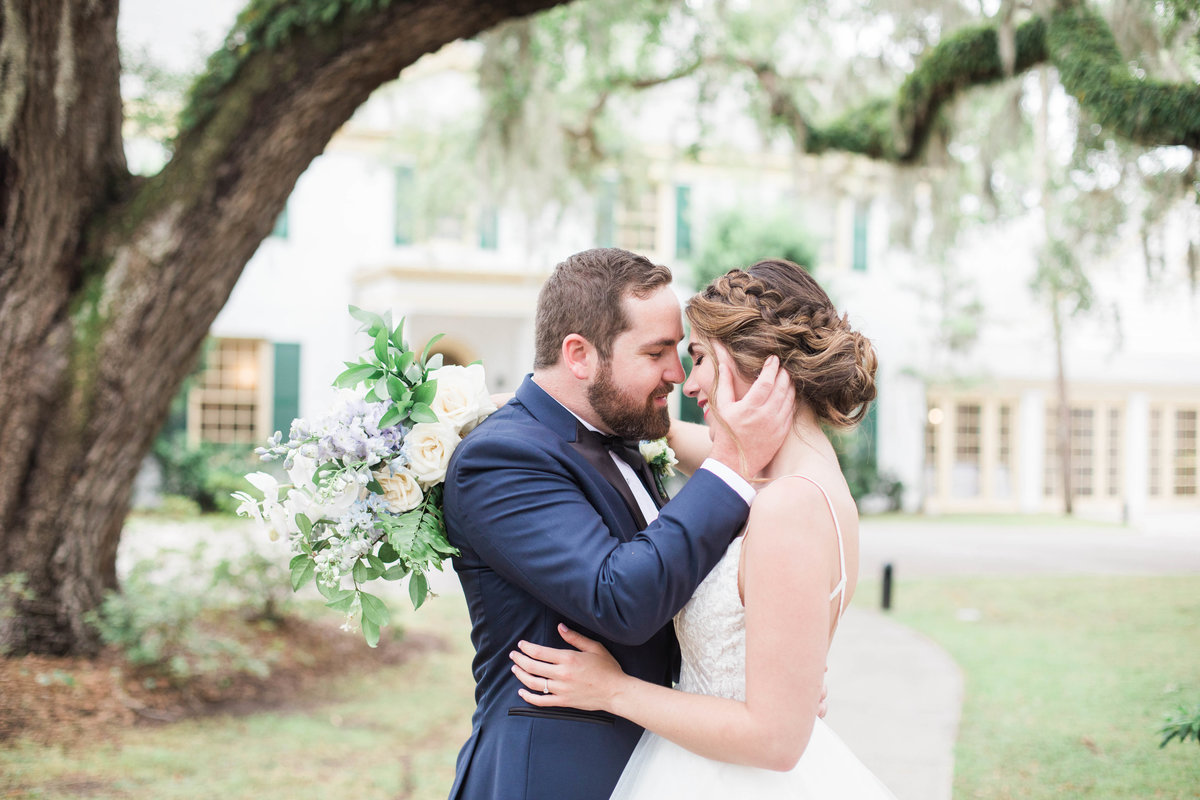 Jacksonville Wedding Photographer photographed bride and groom in front of the historic Ribault club  venue