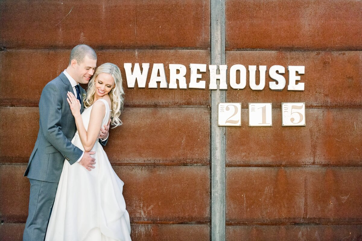 Warehouse-215-wedding-by-Leslie-Ann-Photography-00070