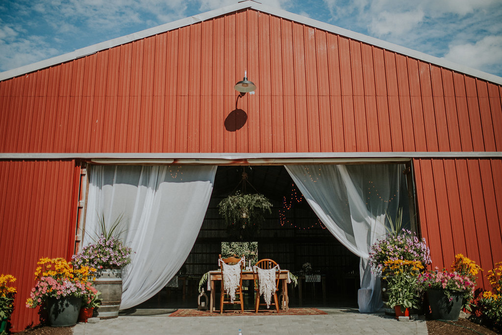Monica_Relyea_Events_Dawn_Honsky_Photography_Nostrano_vineyard_red_barn_boho_bride_and_groom_Meg_and_TJ