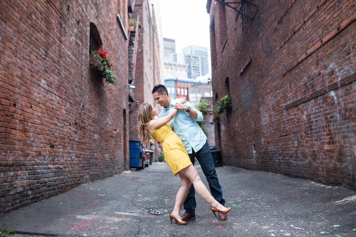 Pioneer-Square-Seattle-engagement-pictures (2)