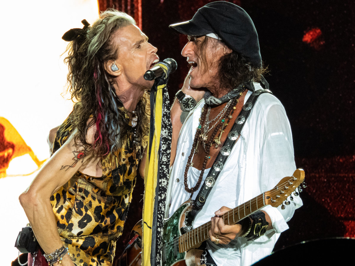 Steven Tyler and Joe Perry of Aerosmith singing onstage