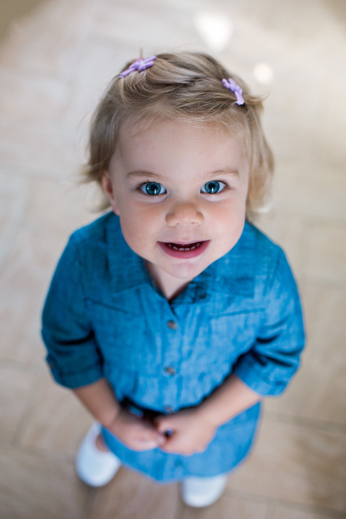 Little girl portrait during lifestyle family session with Jennifer Blaak Photography